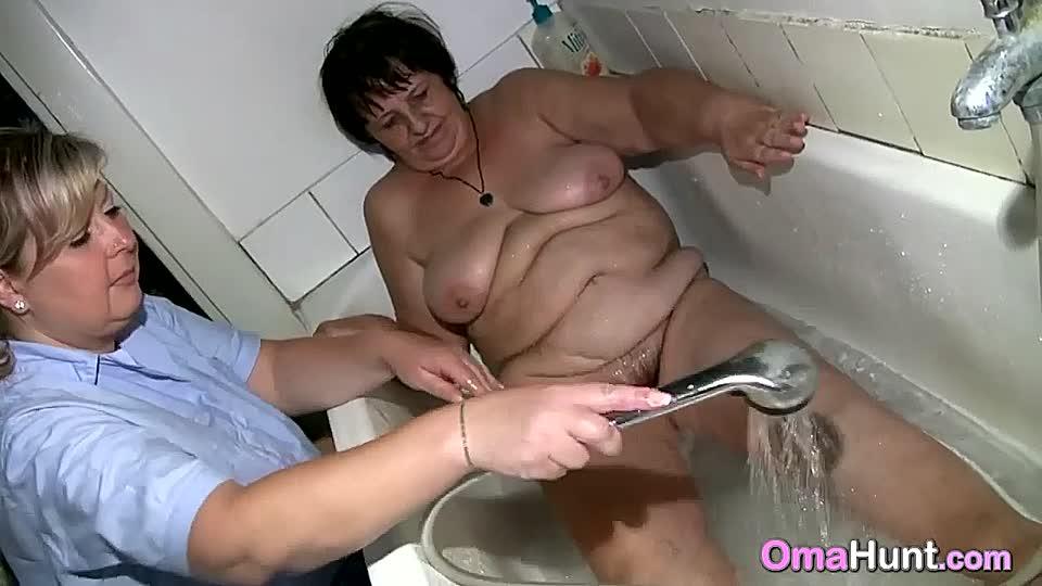 nackte damen waschen fotzen es