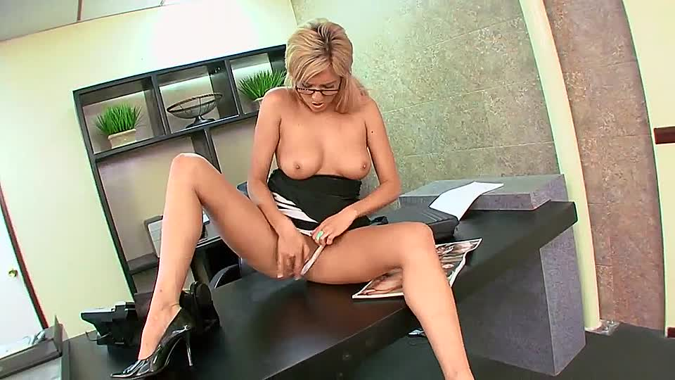 smotret-porno-masturbiruyushie-sekretarshi
